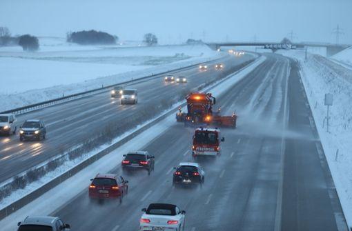 Schnee sorgte auf den Bundesstraßen und Autobahnen im Südwesten für Chaos. Foto: dpa