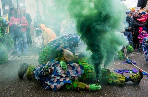 Faschingsumzüge sind ein umwerfendes Ereignis – für die Narren in der  Stuttgarter Innenstadt und für Maskengruppen wie hier die  Scilla-Männle im Stadtteil Hofen Foto: Lichtgut/Max Kovalenko