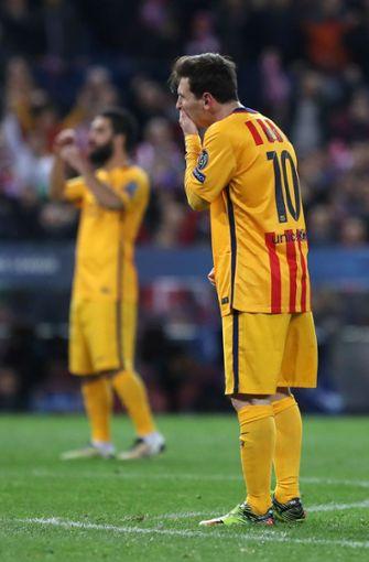 Autsch: Im Jahr 2016 spielte Lionel Messi mit dem FC Barcelona im Viertelfinale der Champions League und trug postgelbe Monsterhosen, die beim Gegner Traumata, Netzhautablösungen oder Lachanfälle auslösen können. Warnfarben kennt man aus dem Tierreich, die Taktik nennt sich Aposematismus. Foto: AFP