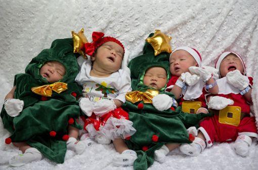 So putzig sind Babys in Weihnachtskostümen