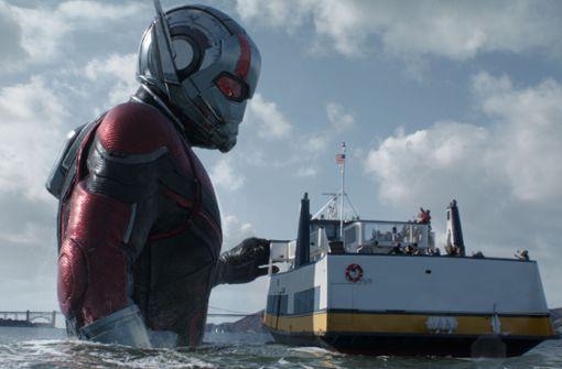 Hoppla, so kennt man ihn gar nicht: Der Ameisenmann (Paul Rudd) ist plötzlich riesig geworden. Foto: Walt Disney