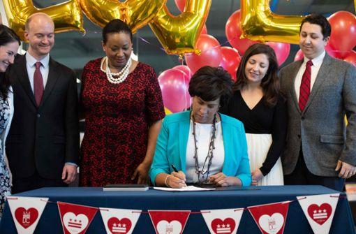 Die Bürgermeisterin von Washington, Muriel Bowser, unterzeichnete am Freitag eine entsprechende Anordnung.  Foto:  AFP
