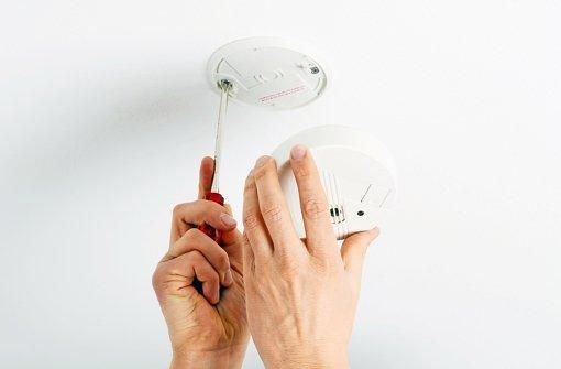 tipps zur installation rauchmelder anbringen aber richtig web wissen stuttgarter nachrichten. Black Bedroom Furniture Sets. Home Design Ideas