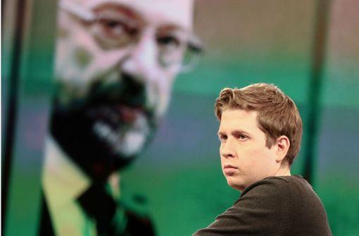 Das Gesicht der Groko-Gegner in der SPD: Kevin Kühnert im Fernsehstudio vor einem Bild von Noch-Parteichef Martin Schulz. Foto: dpa