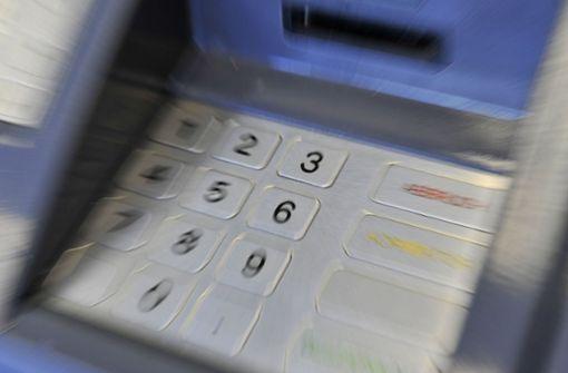 Einen Geldautomaten haben Unbekannte in der Nacht zum Mittwoch in Gerlingen gesprengt. Foto: dpa