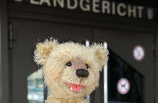 Die Teddybären der Künstlerin Monika Schleich müssen umgetauft werden.  Foto: dpa