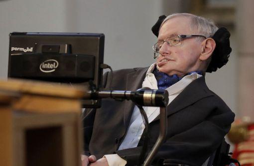 Nach einer Lungenentzündung 1985 konnte der Wissenschaftler nicht mehr sprechen. Seit vielen Jahren kommuniziert Hawking deshalb über einen Sprachcomputer, den er mit seinen Augenbewegungen steuert. Foto: AP