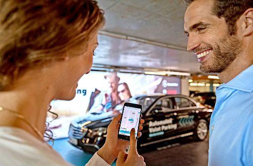 Bosch setzt verstärkt auf neue Technologien: Beim Automated Valet Parking fahren Autos per Smartphone-Befehl fahrerlos in den zugewiesenen Stellplatz. Foto: Bosch