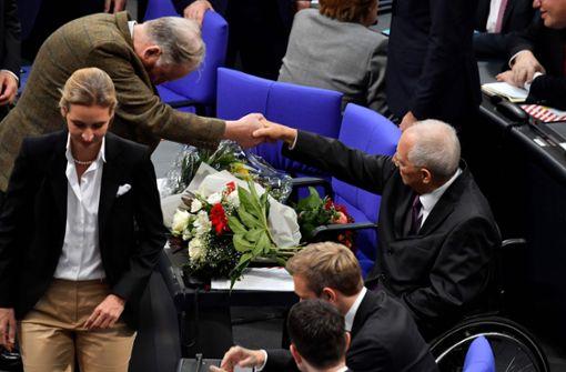 Dem neuen Bundestagspräsidenten Wolfgang Schäuble (CDU) gratulierten damals auch die beiden AfD-Fraktionschefs Alice Weidel und Alexander Gauland. Foto: AFP