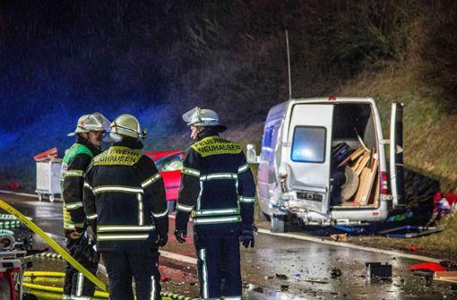 Der Unfall hinterlässt eine Spur der Verwüstung. Foto: SDMG