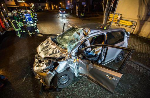 Mutter und Tochter bei Unfall schwer verletzt