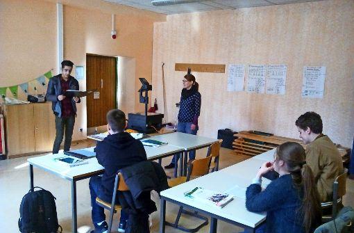 Junge Flüchtlinge boxen sich am Gymnasium durch