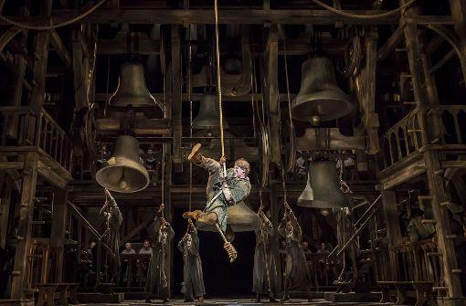 """Szene aus dem Musical """"Der Glöckner von Notre Dame"""", das gerade in Berlin gespielt wird. Foto: Johan Persson/Stage-Press"""
