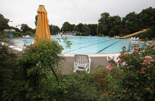 Zum letzten Mal kommen die Besucher zum Schwimmen. Foto: Patricia Sigerist