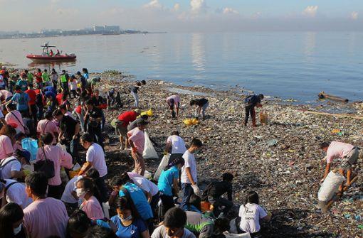 """An der Aktion im Rahmen des """"International Coastal Cleanup Day"""" (Internationaler Küstenputztag) ... Foto: dpa"""