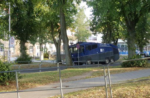 Liveblog: Polizeihubschrauber und Wasserwerfer im Einsatz