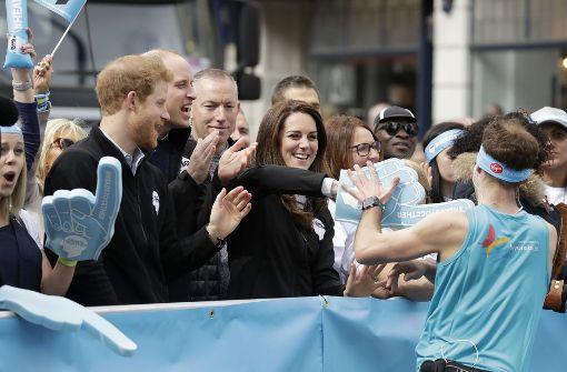 Königliches Anfeuern mit Kate, William und Harry