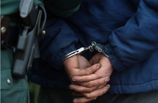 Betrunkener belästigt zwei Frauen in S-Bahn