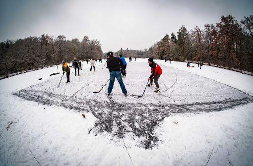 Reger Betrieb auf dem Eis trotz Verbot
