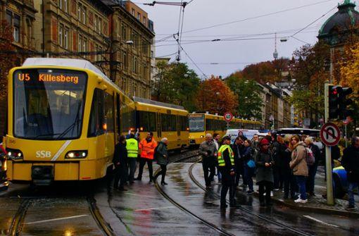 Verkehrsunfall legt Bahnen zwischen Bopser und Olgaeck lahm