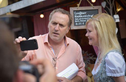 Live: StN-Moderator Tom Hörner spricht mit der Württembergischen Weinprinzessin Laura Irouschek Foto: Lichtgut/Max Kovalenko