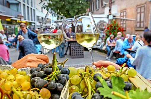 Ein Prosit auf den Super-Sommer – bei lauen Temperaturen ließen es sich die Gäste in der Unteren Vorstadt  gut gehen. Foto: factum/Bach
