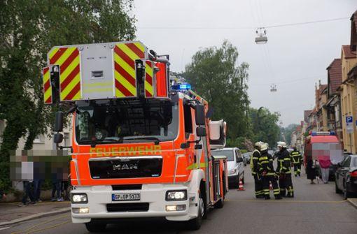 Zeugen alarmierten die Feuerwehr und Polizei, als sie gegen 17 Uhr Rauch aus einer Wohnung entdeckten. Foto: SDMG