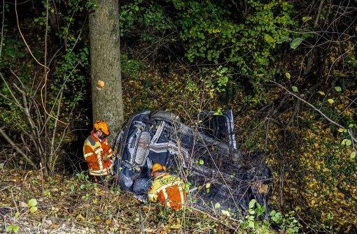 Auto landet in Bachbett – vier Verletzte