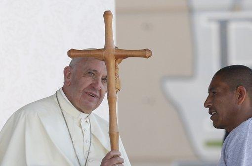 Ein Kreuz für einen neuen Kreuzzug? Mitnichten! Nur ein Geschenk von Häftlingen Foto: KNA