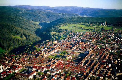 Luftbild mit Blick auf den mühlebrettartigen Aufbau der Stadt  Foto: Freudenstadt Tourismus