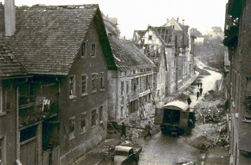 Die Bombennächte des Zweiten Weltkriegs sind auch an Untertürkheim nicht spurlos vorbeigegangen. Auf dieser Aufnahme von 1944  ist der obere Teil der Großglocknerstraße zu sehen, ganz links im Bild das Waldhorn. Der Blick geht hinauf in Richtung Württembergstraße.  Foto: Archiv Eberhard Hahn