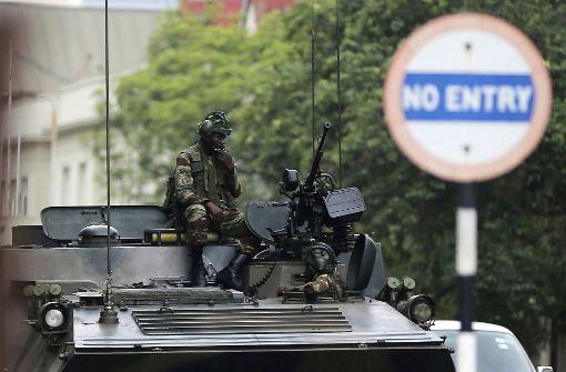 Rufe nach Rücktritt Mugabes werden lauter