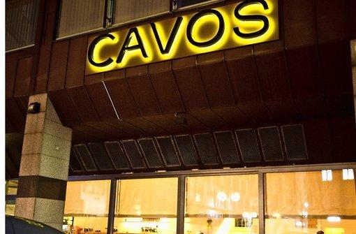 In der Nacht auf Sonntag gab es in Stuttgarts Partygriechen Cavos einen größeren Polizeieinsatz. Der Grund: eine Schlägerei unter den Feiernden. Foto: Max Kovalenko