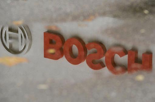 Der weltgrößte Autozulieferer Bosch tüftelt zusammen mit dem Autobauer Peugeot-Citroën (PSA) an einem umweltfreundlichen Hybridantrieb für Autos. Der Antrieb soll hydraulisch - also mithilfe von Wasserdruck - funktionieren. Foto: dpa