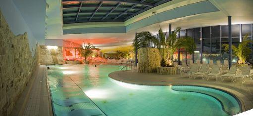 Innen- und Außenbecken für Entspannung  Foto: Parkhotel Jordanbad