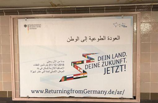 Mit Plakaten und einem finanziellen Anreiz sollen Flüchtlinge zur Rückkehr beispielsweise nach Russland oder in den Irak ermutigt werden. Foto: twitter