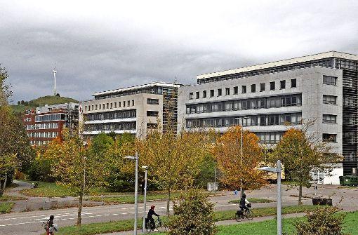 Im Gebäude rechts befindet sich in den unteren vier Geschossen die Techniker Krankenkasse. Nun konnten auch noch die beiden oberen Stockwerke vermietet werden. Foto: