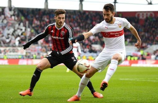 Mathew Leckie (l.) und Lukas Rupp (VfB Stuttgart) Foto: Bongarts