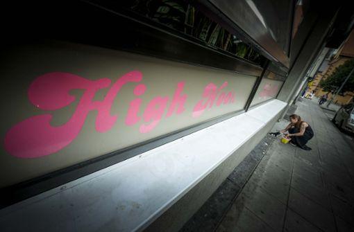 Das  High Noon im Leonhardsviertel soll  schließen. Stattdessen will die Caritas eine Kontaktstelle und Substitutionsambulanz in der Adlerstraße öffnen. Foto: Lichtgut/Leif Piechowski