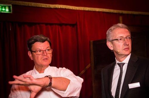 Weiß, wie es läuft: Meisterkoch Harald Wohlfahrt, der Chef des Palazzo, verschafft StZ-Chefredakteur Joachim Dorfs einen Überblick.  Foto: Lichtgut/Achim Zweygarth