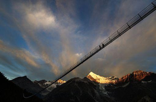 Längste Fußgänger-Hängebrücke der Welt eingeweiht