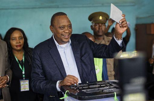 Umstrittene Wahl in Kenia Staatschef Kenyatta gewinnt erneut - Proteste der Opposition