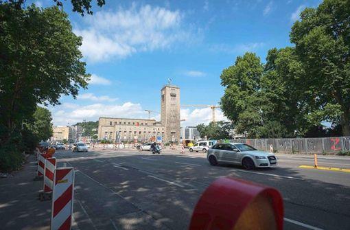 ... ist 2018 eine Baustelle. Die Warnbaken gehören zur Verkehrsführung rund um den Hauptbahnhof dazu. Foto: Lichtgut/Leif Piechowski