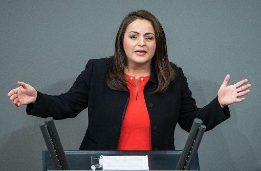 Linken-Abgeordnete sorgt mit Kurdenflagge im Bundestag für Aufregung