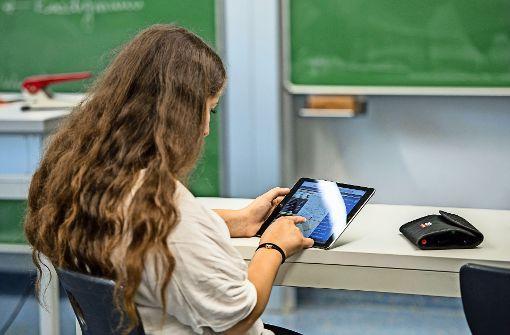 Tablets im Unterricht gehören an einigen Schulen schon zum Alltag. Foto: dpa