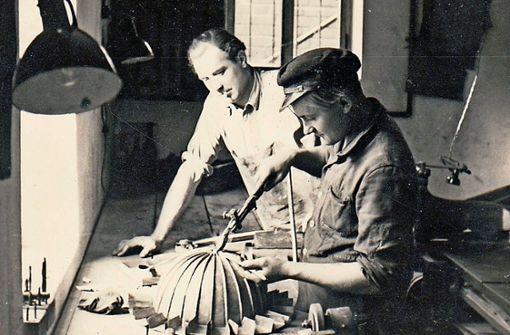 """Das """"Dächle"""" für das Podest der Stuttgarter Verkehrspolizei ist 1949 von der  Flaschnerei Otto Rauser in Kornwestheim hergestellt worden. Foto:  Rauser"""