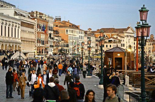 Der Ansturm der Massen macht den Urlaub teurer