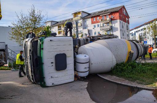 Betonmischer kollidiert mit Straßenbahn – zwei Verletzte
