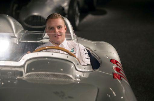 Valtteri Bottas zu Besuch im Daimler-Werk