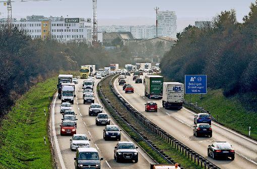 Die  Autobahn 81 zwischen Böblingen und Sindelfingen soll sechsspurig werden. Mit dem anvisierten Baubeginn Ende 2017 oder Anfang 2018 wird es aber nichts. Foto: factum/Bach